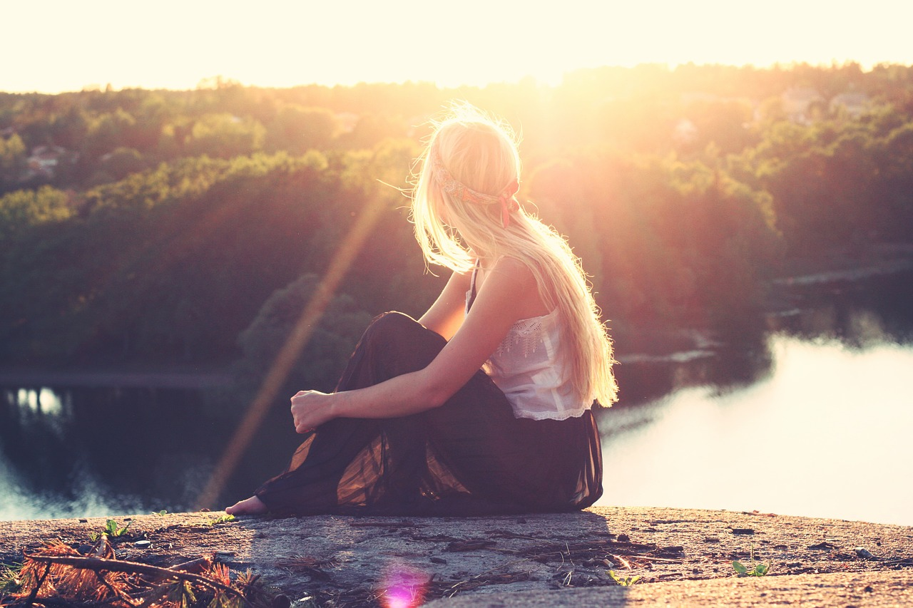 Włosy i słońce – niebezpieczny związek