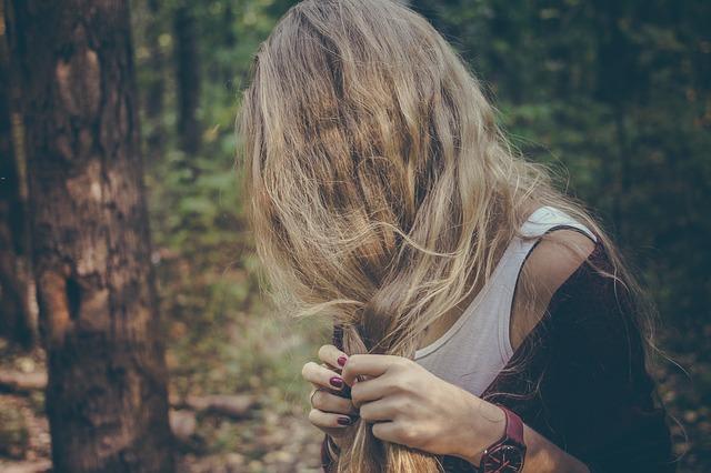 Bezpieczne rozjaśnianie włosów