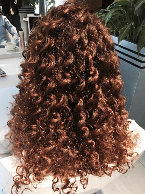 Jak dbać o kręcone włosy ?